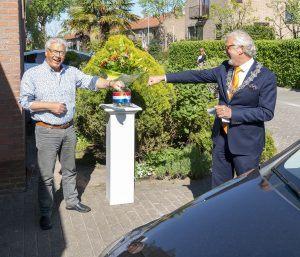 Ben Diependaal en burgemeester Piet Bruinooge